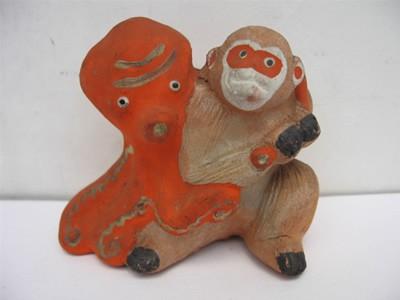 【虫】戦前の土人形 蛸と猿●郷土玩具.張子.ブリキ.神社.絵葉書.昔